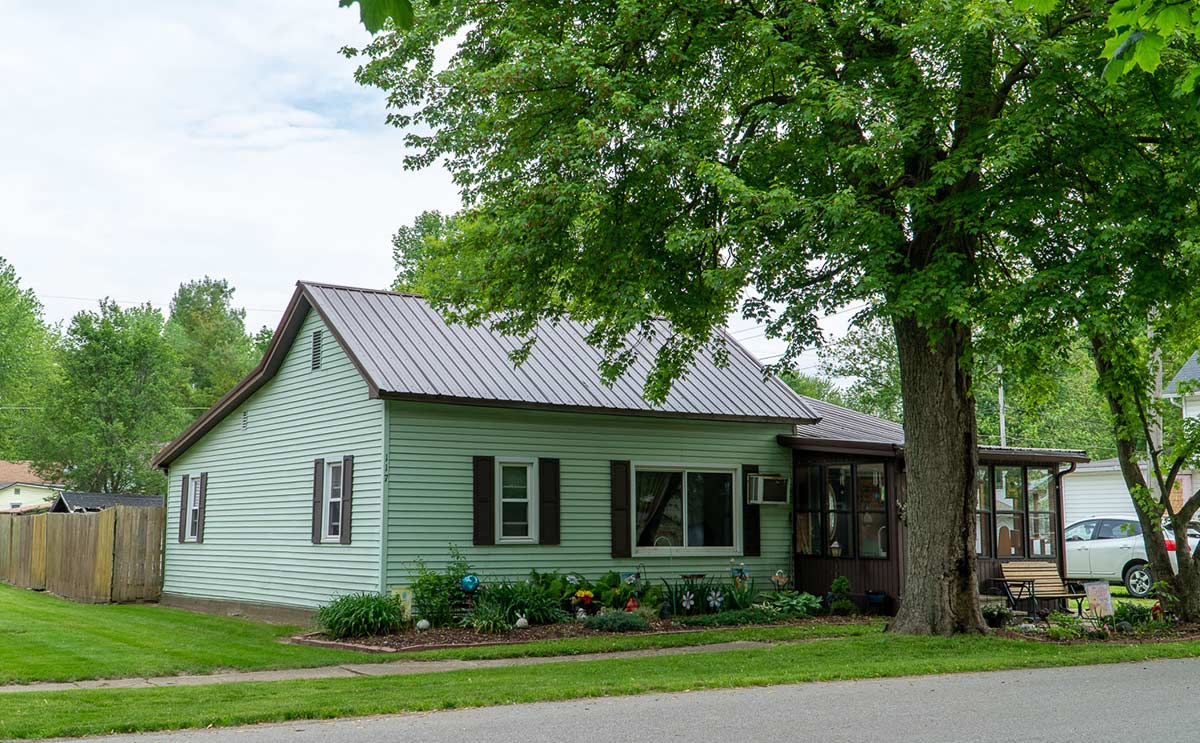 Exterior of home for sale in Millersburg, Indiana: 117 West Main Street